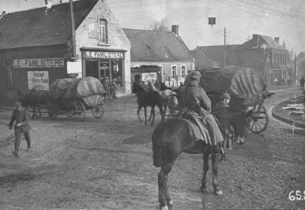 Allemands au carrefour du Familistère