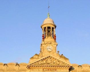campanile hôtel de ville