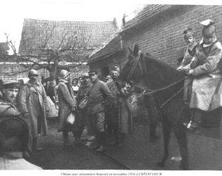 Uhlans avec prisonniers français en novembre 1916