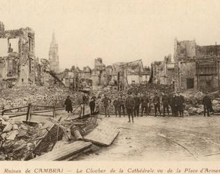 Cambrai OCJ - Cathedrale vue de la place