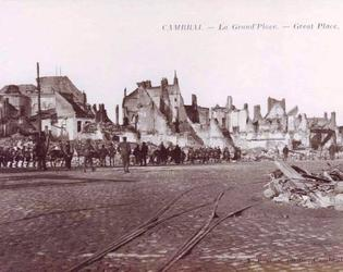 Cambrai OCJ-Grande Place -Soldats ecossais travers