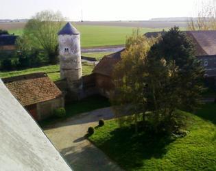 pigeonnier vue tour Chateau d'Esnes