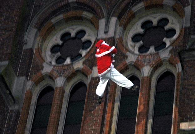 Descente du Père Noël de la Basilique