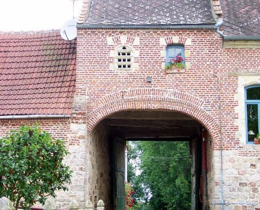 Ferme de Court-à-Rieux: le porche d'entr&ea